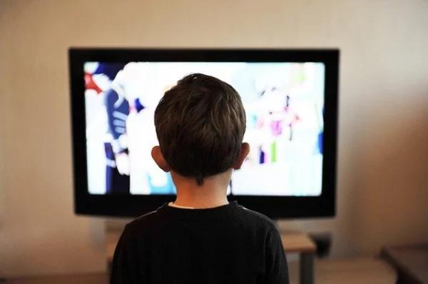 Опрос показал, какие ценности дети усваивают через телевизор